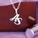 Valentinstagsgeschenk - Anhaenger mit deinen Initialen